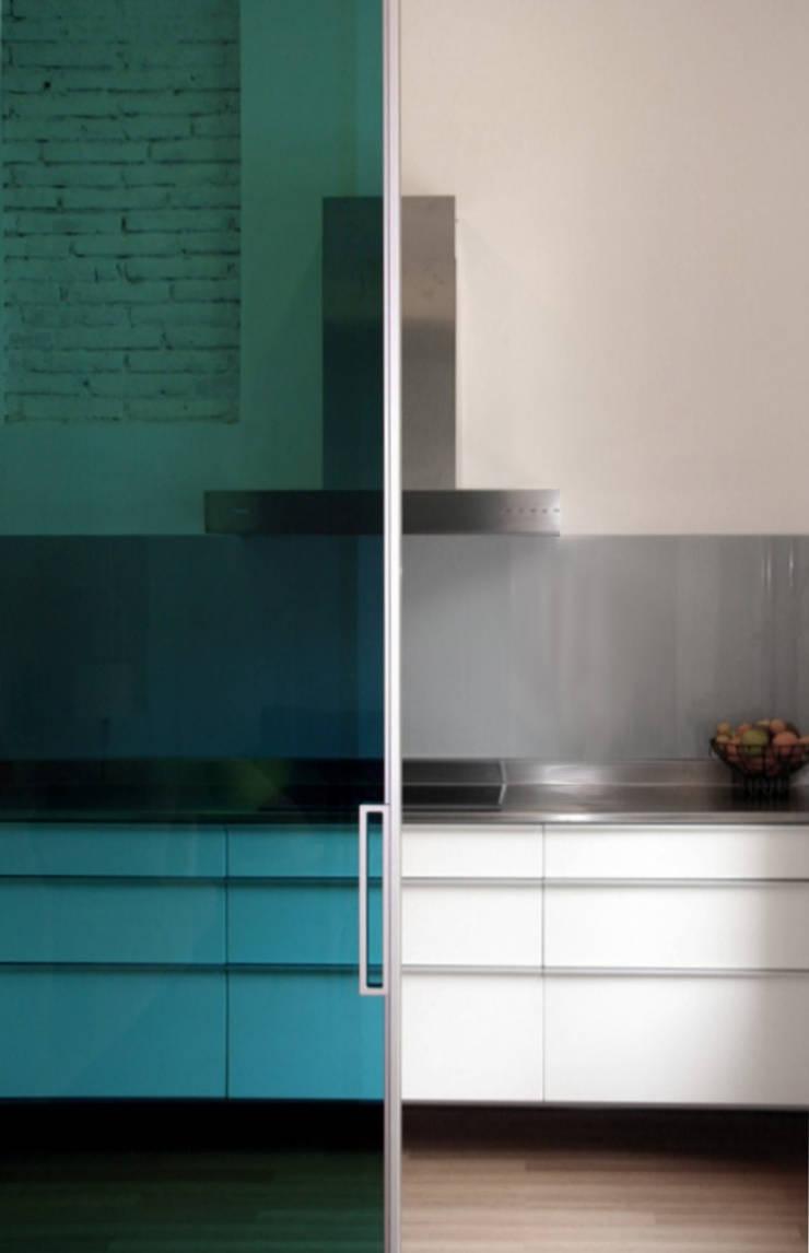 Casa unifamiliare a Barcellona (Spagna): Cucina in stile  di PBEB architetti
