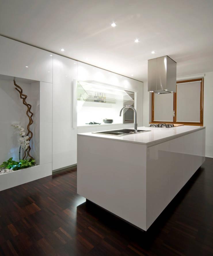 zona cucina: Cucina in stile  di Comoglio Architetti