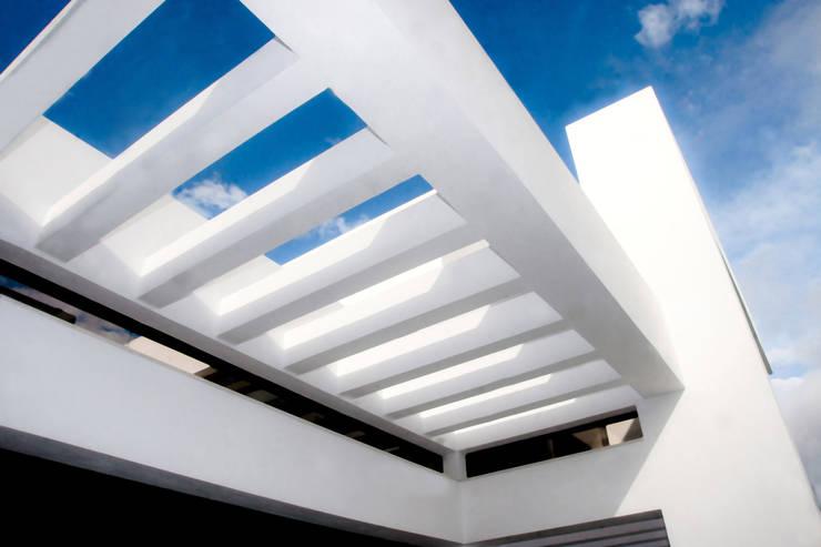 Casas de estilo moderno por Spainville Inmobiliaria