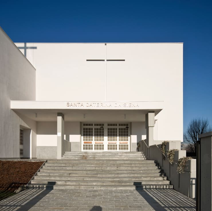 facciata di ingresso: Sedi per eventi in stile  di Comoglio Architetti