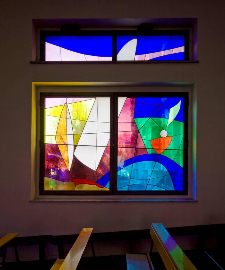 vetrate artistiche: Sedi per eventi in stile  di Comoglio Architetti