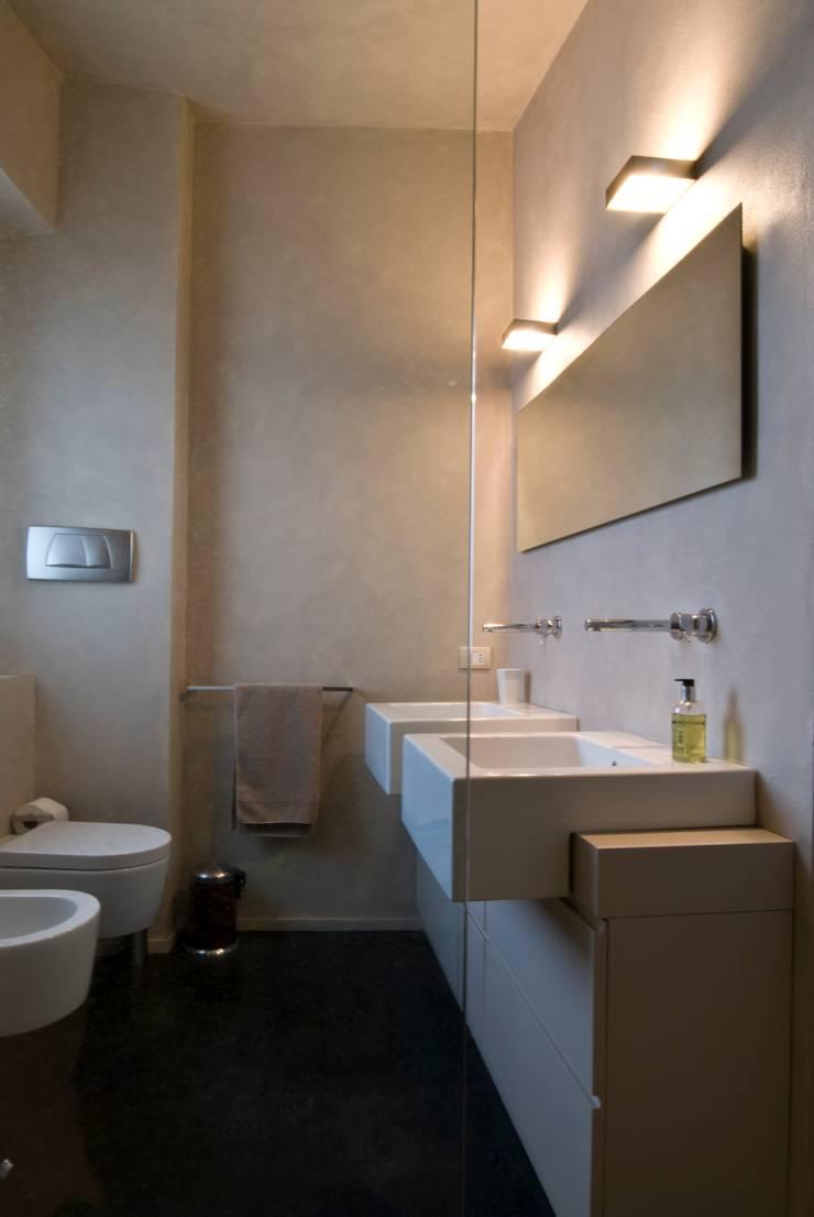 Calzoni architetti:  tarz Banyo