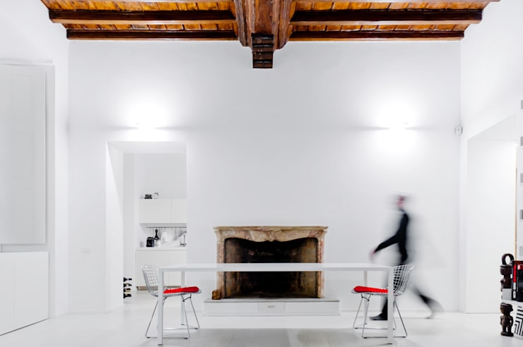 soggiorno: Sala da pranzo in stile  di Comoglio Architetti