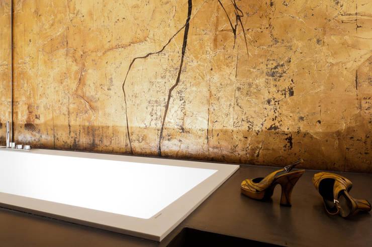dettaglio zona vasca da bagno: Bagno in stile  di Comoglio Architetti