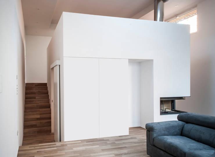 Casa qBO:  in stile  di LADO architetti