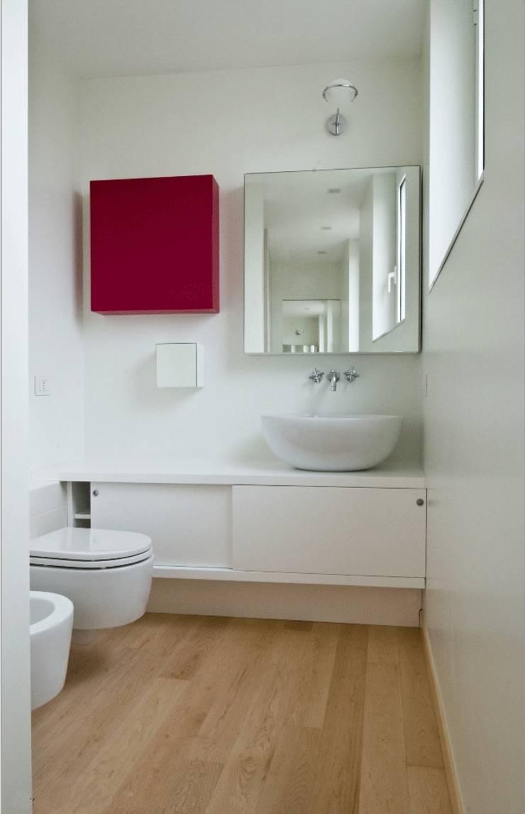 Calzoni architetti의  욕실