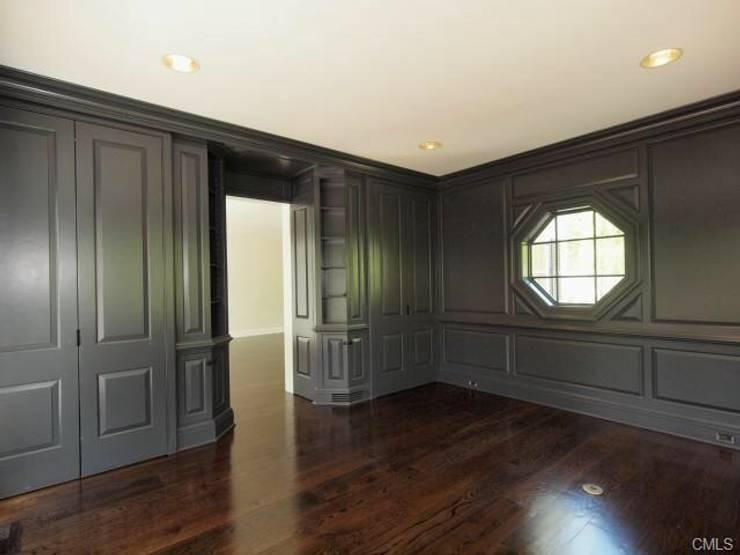 New Canaan, USA: Bureau de style  par Lichelle Silvestry Interiors