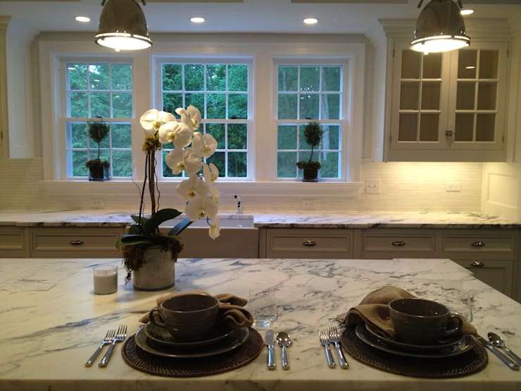 New Canaan, USA: Cuisine de style  par Lichelle Silvestry Interiors
