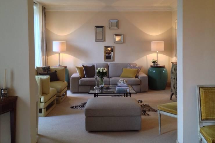 klasieke Woonkamer door Lichelle Silvestry Interiors