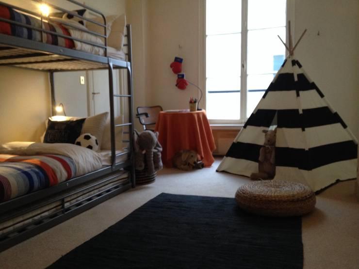 Kids bedroom: Chambre d'enfant de style  par Lichelle Silvestry Interiors