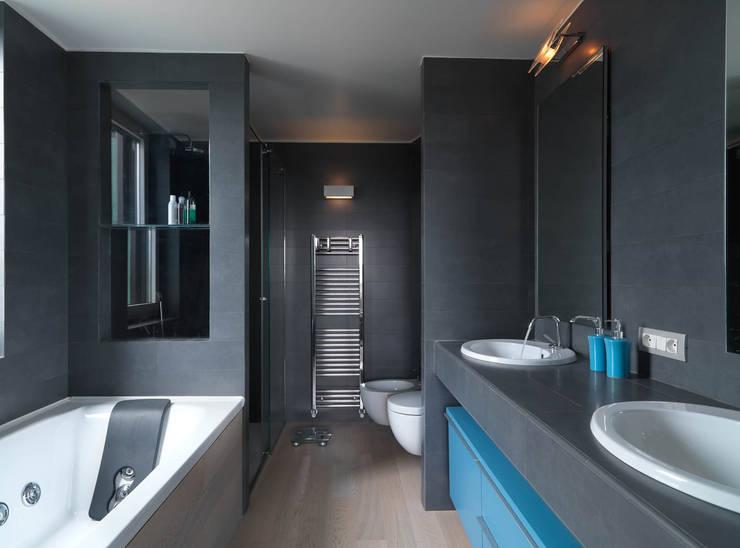 enzoferrara architetti: modern tarz Banyo