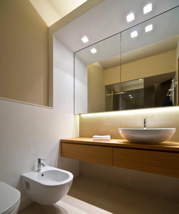 Banheiros  por Comoglio Architetti