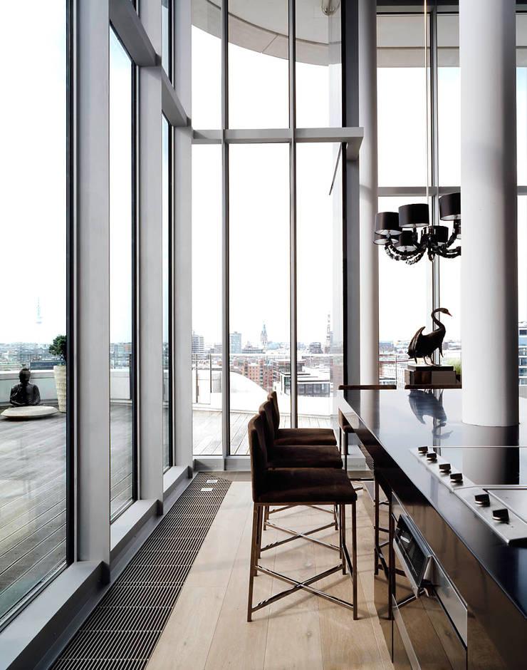 Cocinas de estilo moderno por Davide Rizzo