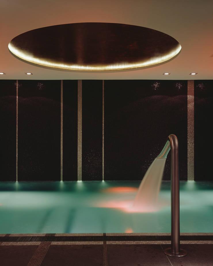 Piscinas de estilo moderno por Davide Rizzo