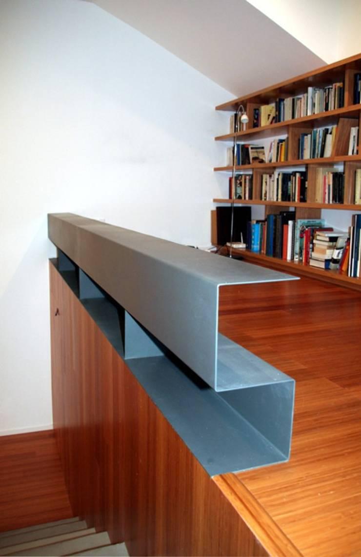 Casa unifamiliare a Barcellona (Spagna): Ingresso, Corridoio & Scale in stile  di PBEB architetti