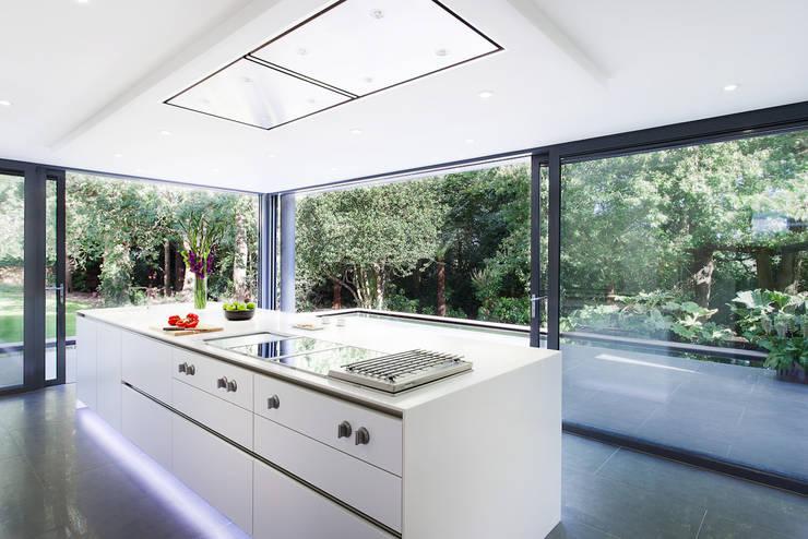 AR Design Studio- Abbots Way:  Kitchen by AR Design Studio
