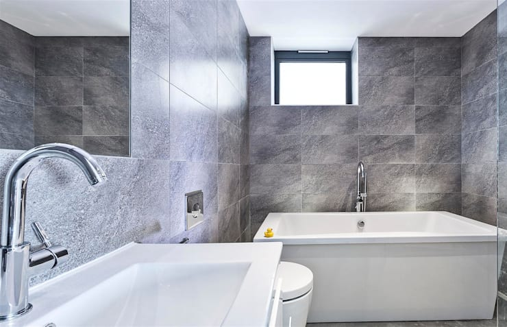 AR Design Studio- Lighthouse 65:  Bathroom by AR Design Studio