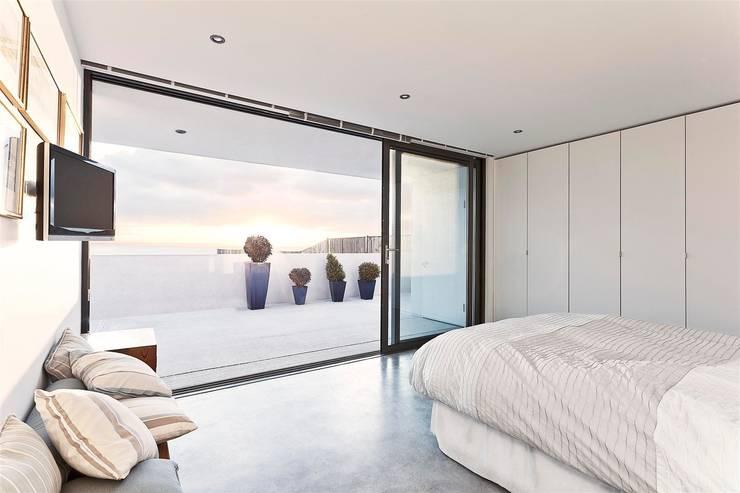 AR Design Studio- Lighthouse 65:  Bedroom by AR Design Studio
