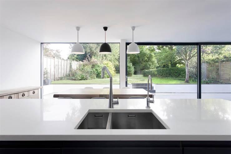 Cozinhas modernas por AR Design Studio