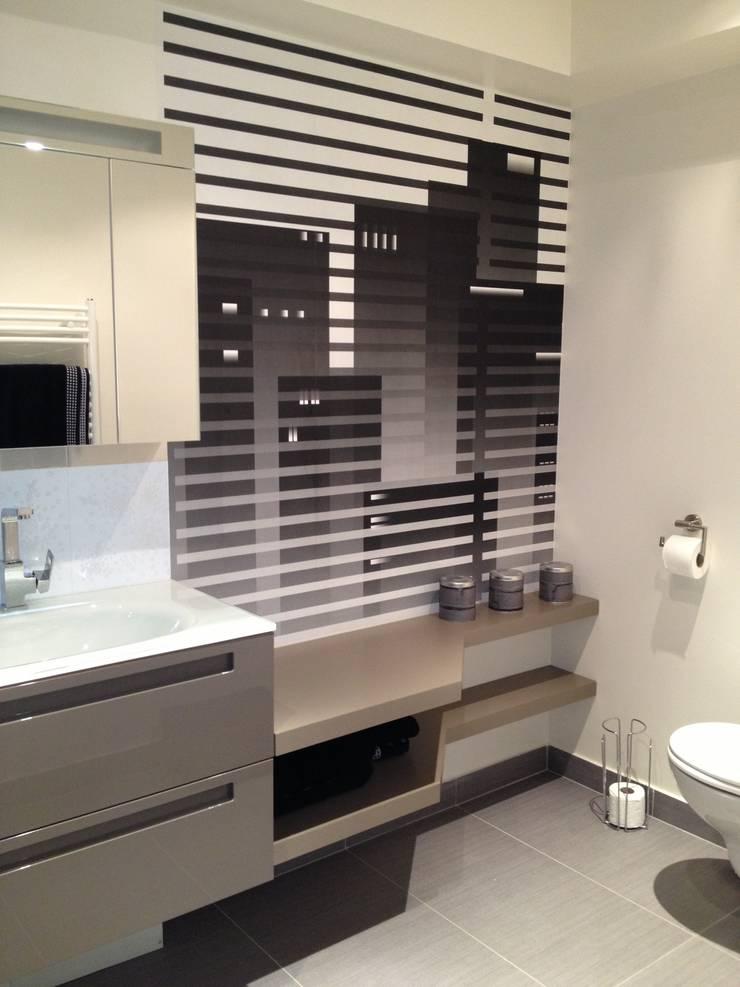 Salle de bain jeune adulte: Salle de bains de style  par Texture Designed by G.