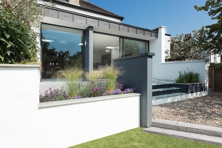 Casas modernas por AR Design Studio