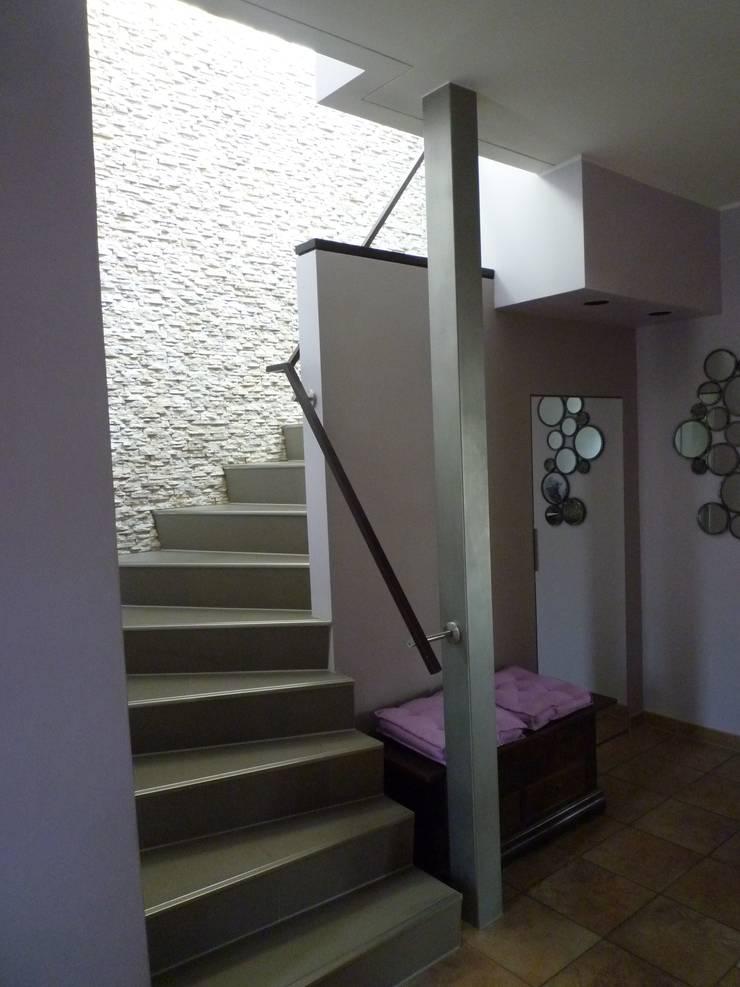 Umbau eines Einfamilienhauses in Brandenburg:  Flur & Diele von INNEN :: LEBEN,Modern