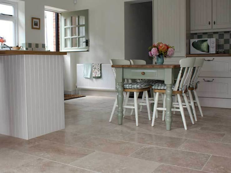 TRAVERTINE FLOORING:  Walls & flooring by DT Stone Ltd