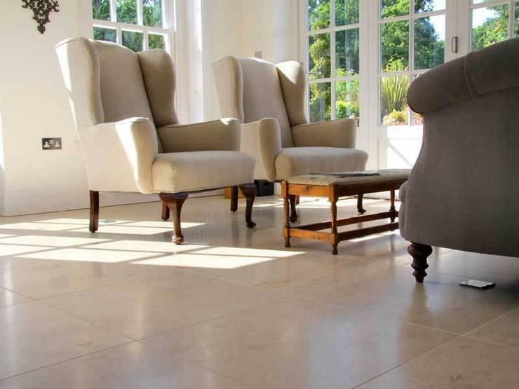 Paredes y pisos de estilo clásico por DT Stone Ltd