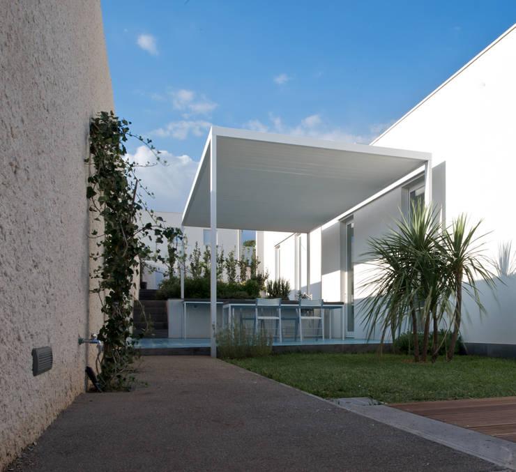 Casa ASM: Terrazza in stile  di Arch. Nunzio Gabriele Sciveres