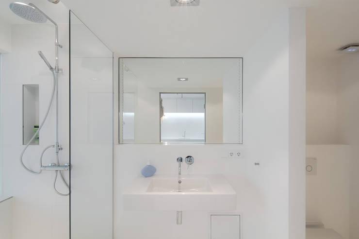 Badezimmer: moderne Badezimmer von Alexander John Huston