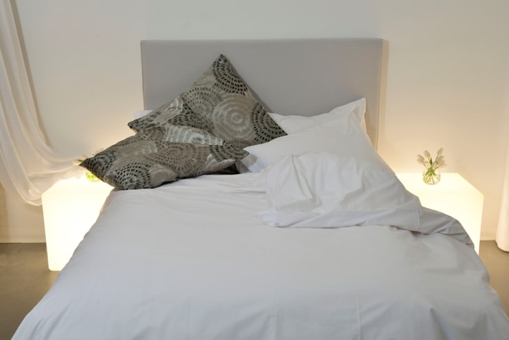 A White Bedroom:  Bedroom by Cathy Phillips & Co