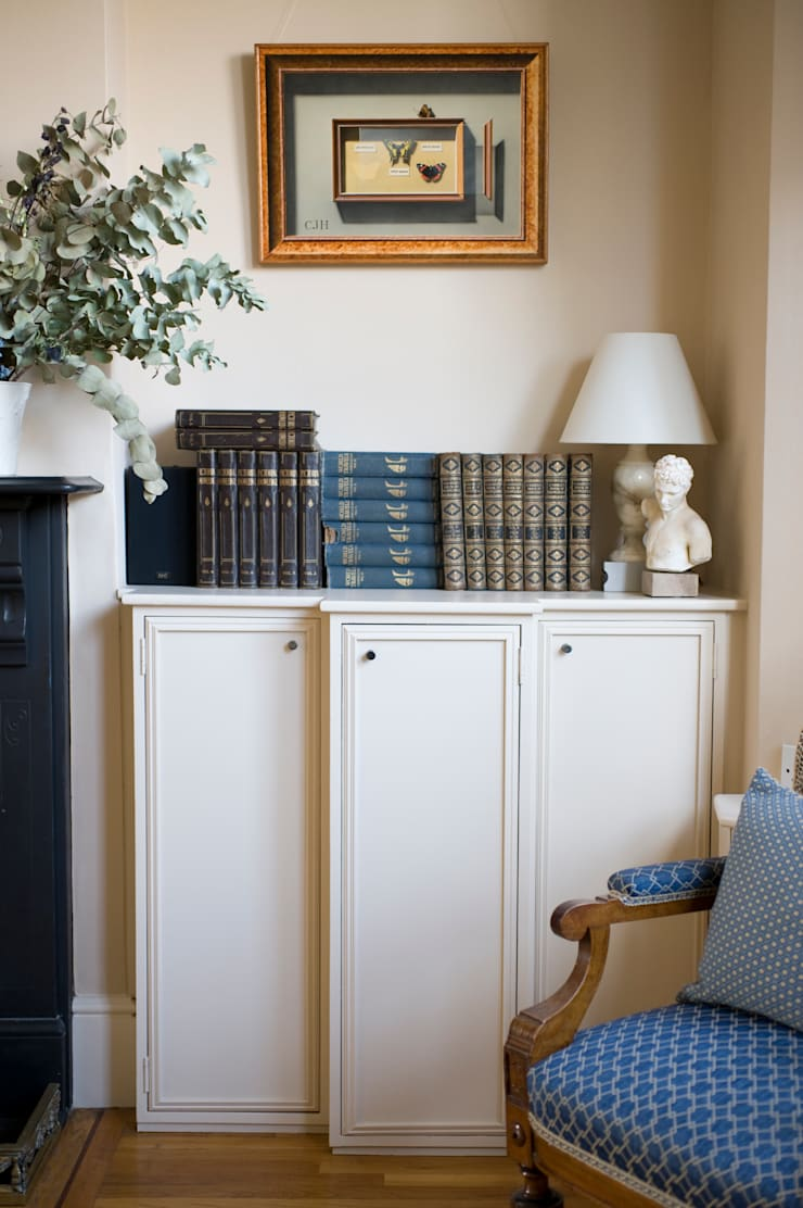 A Traditional Family Living Room:  Living room by Cathy Phillips & Co