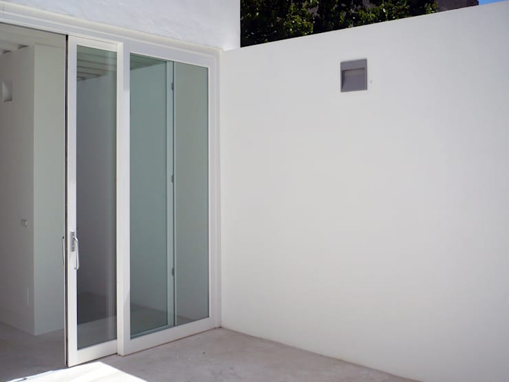 Single family home by (dp)ªSTUDIO, Mediterranean