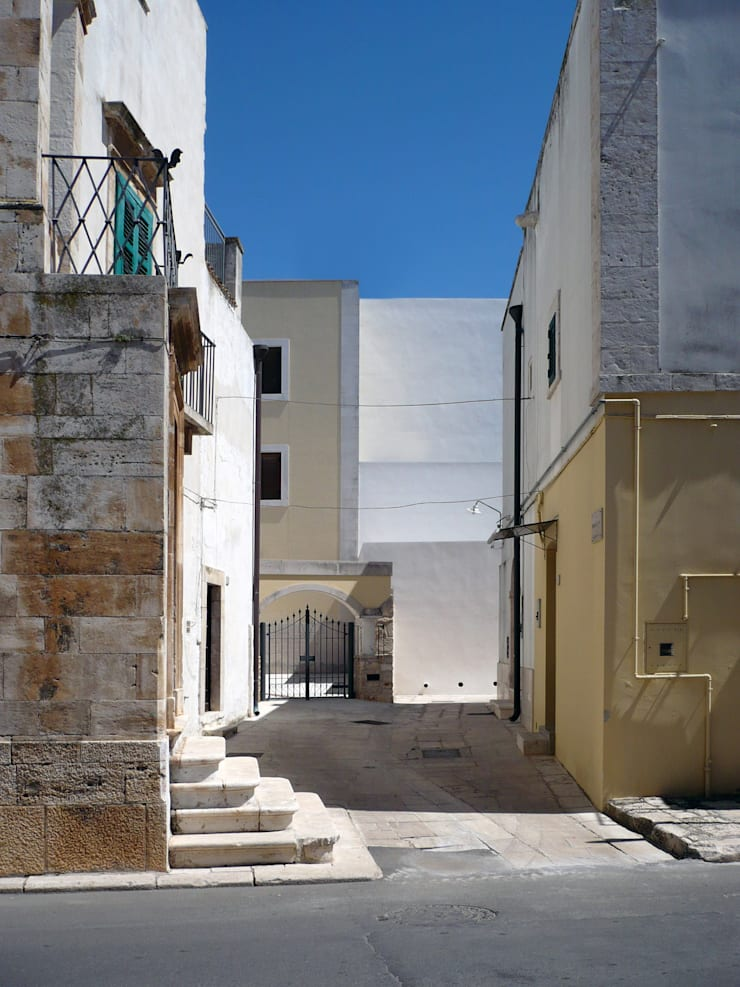 Houses by (dp)ªSTUDIO, Mediterranean