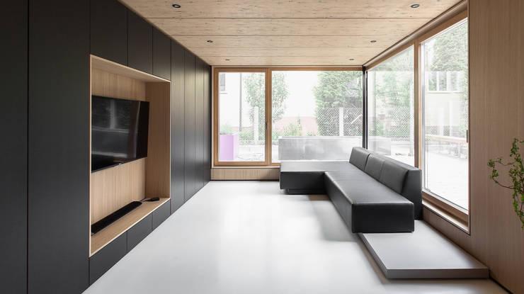 Salones de estilo  de FORMAT ELF ARCHITEKTEN, Moderno
