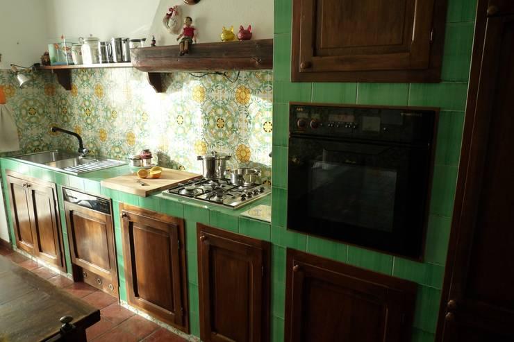 Cucina in uratura: Cucina in stile in stile Mediterraneo di Studio 3.14