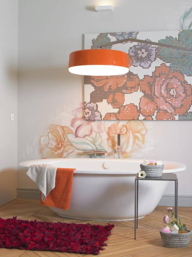 Flower Power: Baños de estilo ecléctico de BARASONA Diseño y Comunicacion