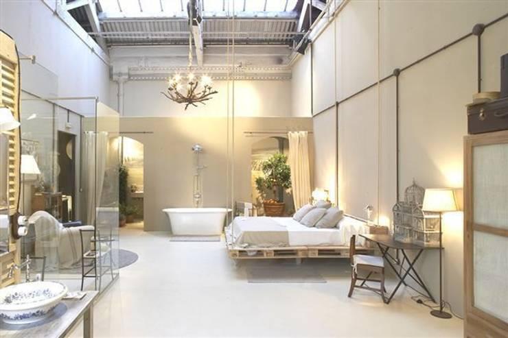 Camera da letto in stile  di BARASONA Diseño y Comunicacion