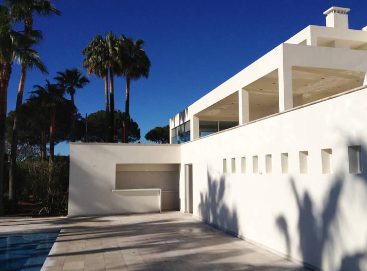 Casas de estilo  por Fincas Cassiopea Group