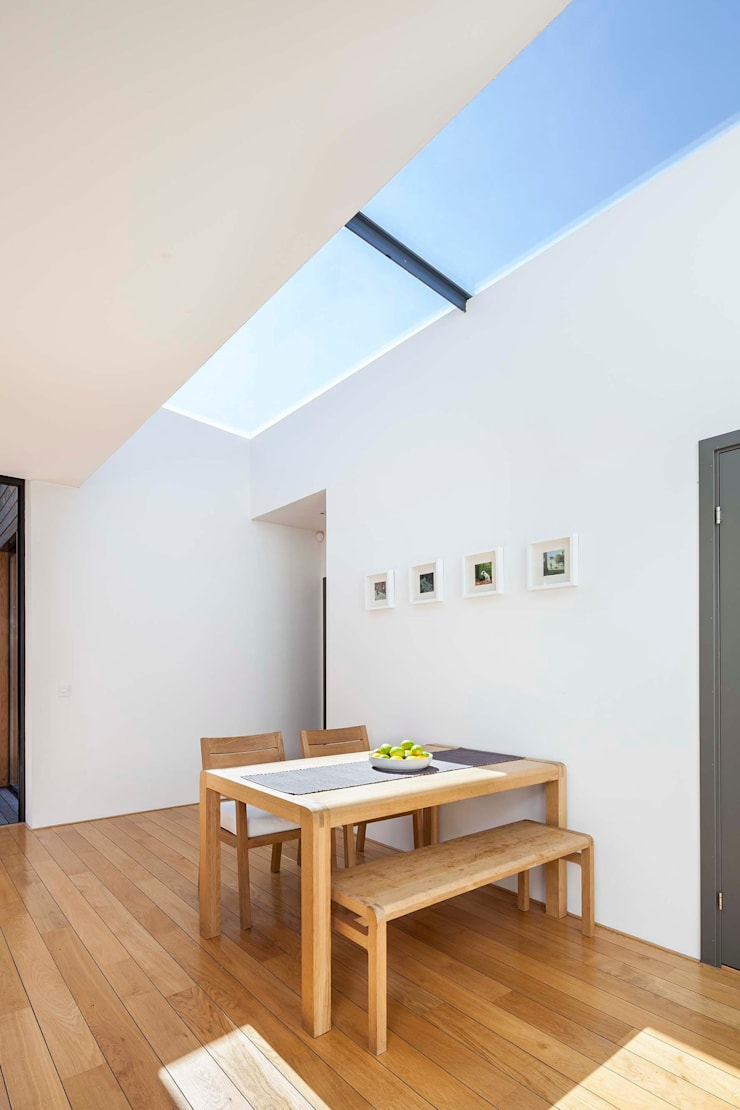 Courtyard House — East Dulwich:  Dining room by Designcubed