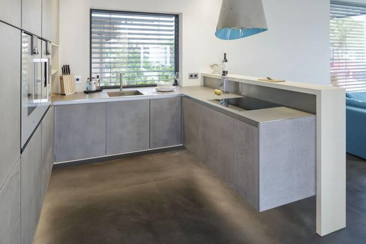 LUXHAUS Vertrieb GmbH & Co. KG: modern tarz Multimedya Odası