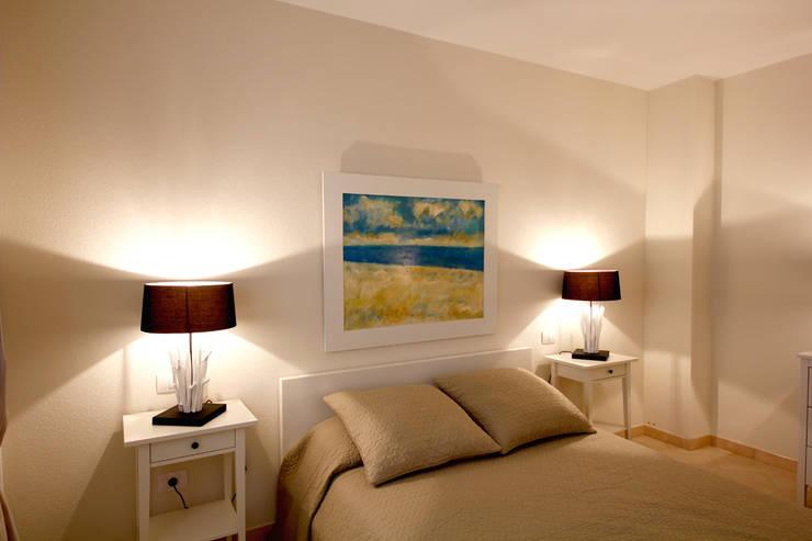 Camera da letto: Camera da letto in stile  di Marco Barbero