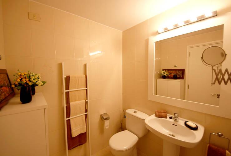 Il bagno: Bagno in stile  di Marco Barbero