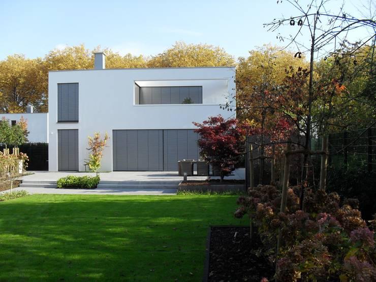 Case in stile in stile Minimalista di Architekturbüro Sauer-Scholta