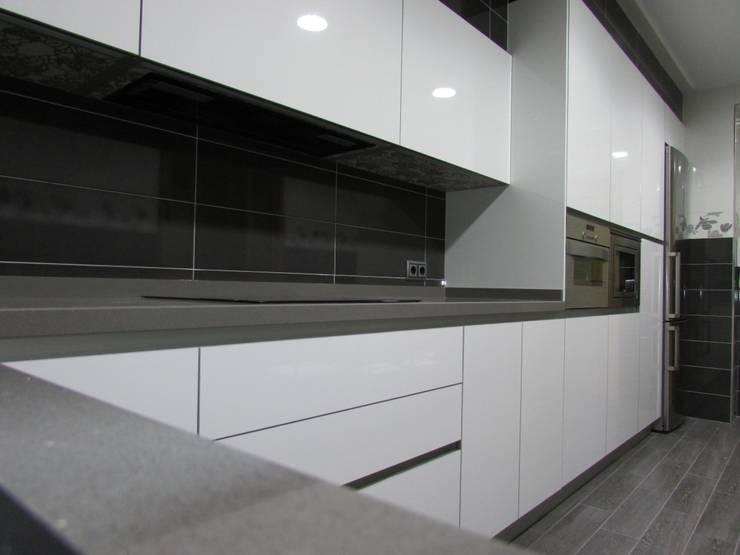 Cocinas de estilo  por modern kitchen