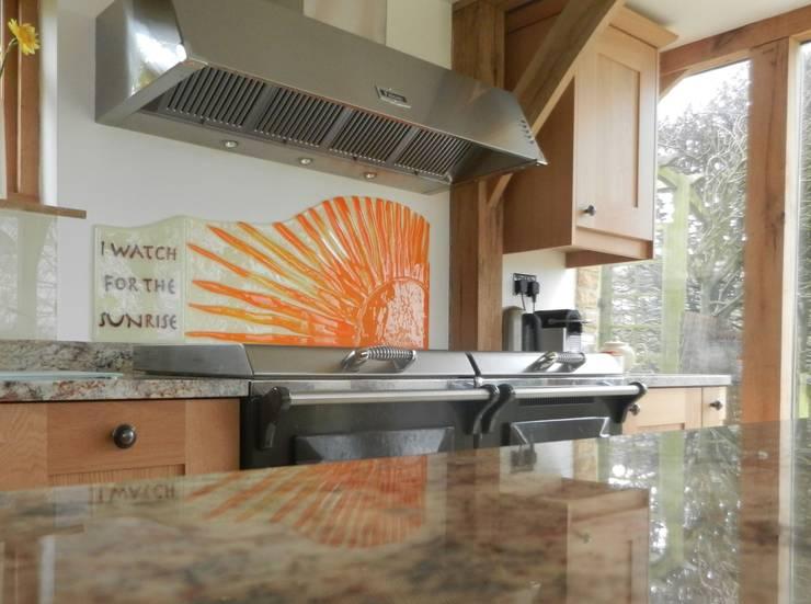 Sunrise Handmade Glass Splashback:  Walls & flooring by Glassification