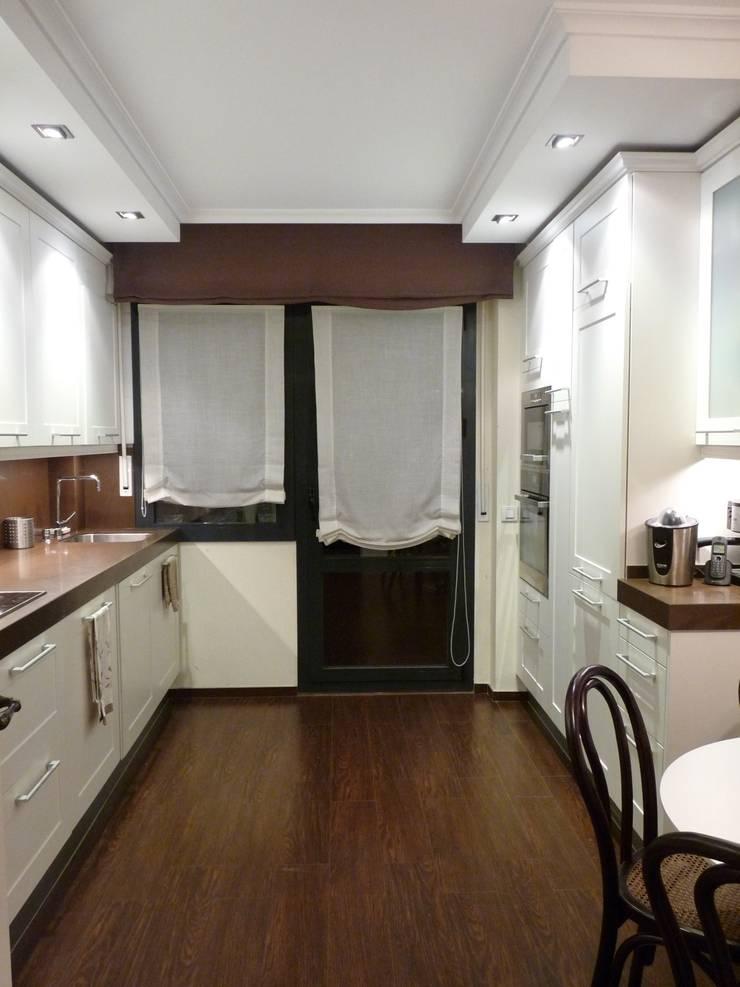 Cocina con zona de comedor.: Cocinas de estilo ecléctico de Dec&You