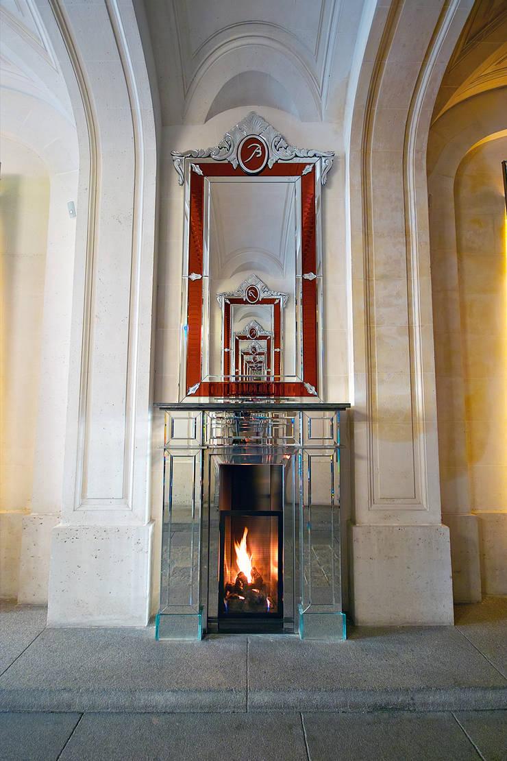 Cheminées Philippe Starck / Bloch Design pour l'Hotel de Noailles: Salon de style  par Bloch Design