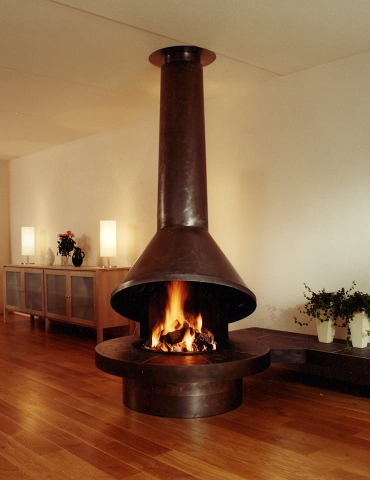 cheminee centrale metal: Salon de style  par Bloch Design