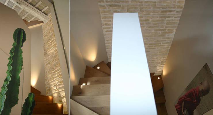 Corridor & hallway by Filippo Coltro architetto